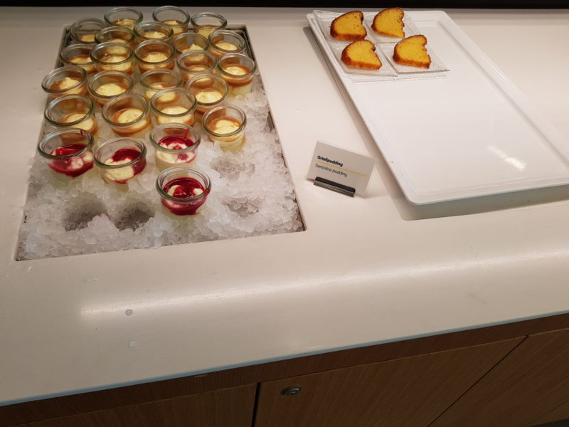 Lufthansa business class lounge desserts