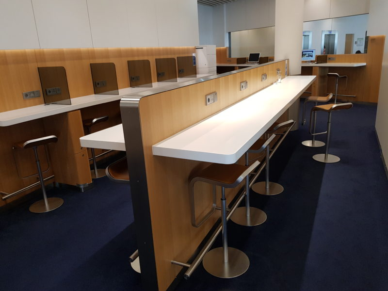 working tables Lufthansa business class lounge