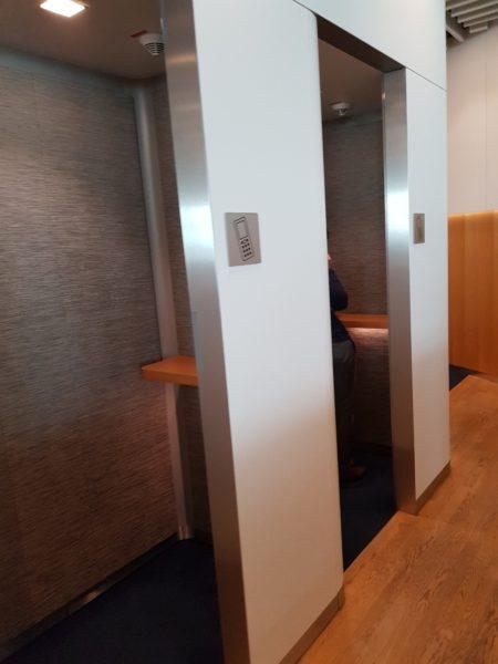 Lufthansa business class lounge calls