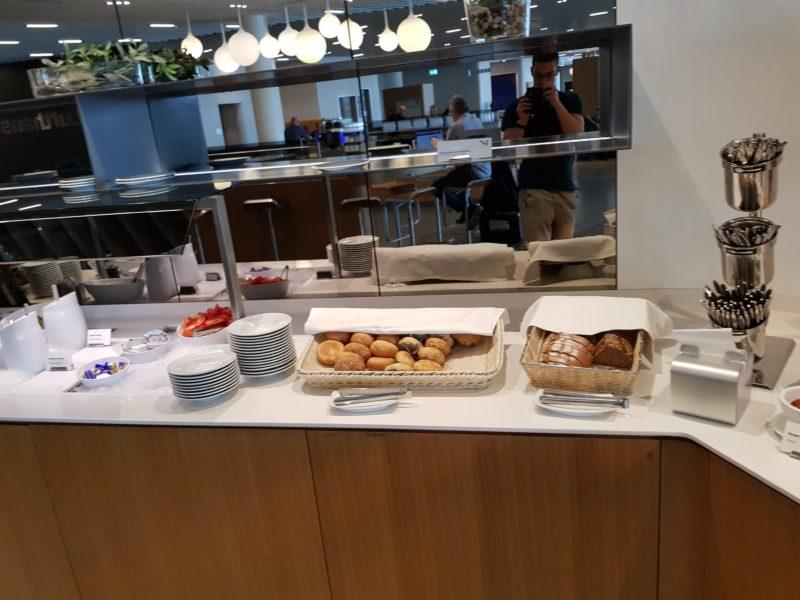 Lufthansa business class lounge bread