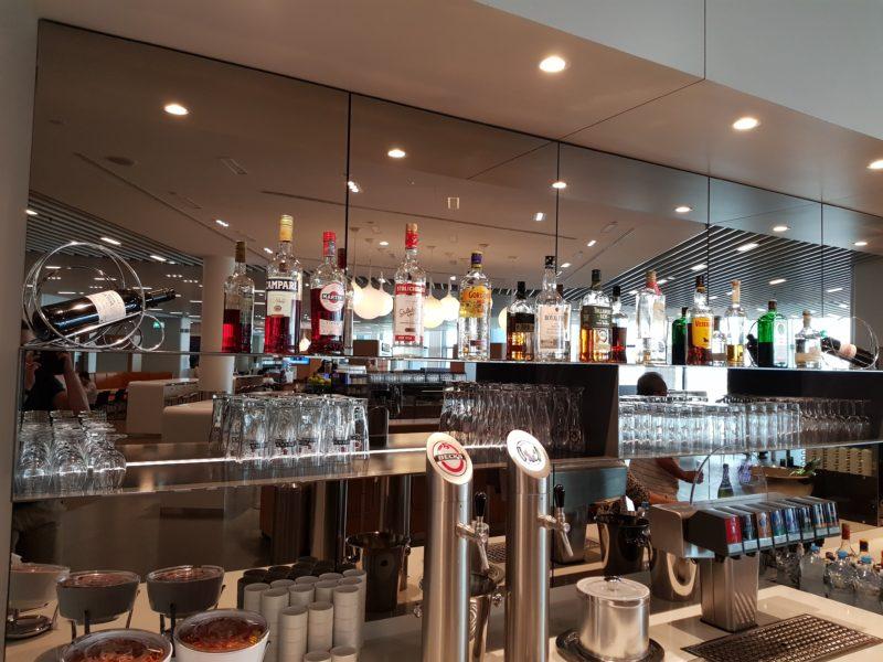 Lufthansa business class lounge bar