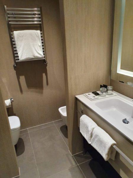 Review Hyatt Centric Murano Venice bathroom