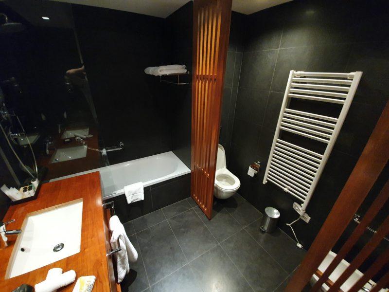 Review Sheraton Cascais Resort Bathroom
