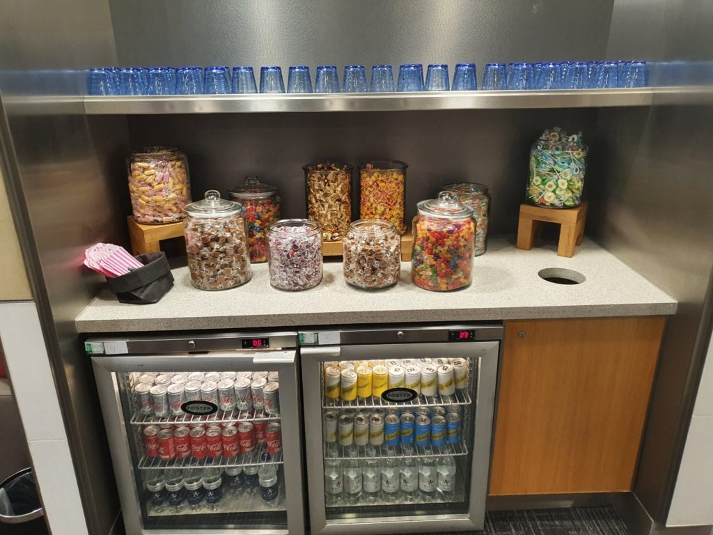 Review American Airlines Admirals Club London nuts
