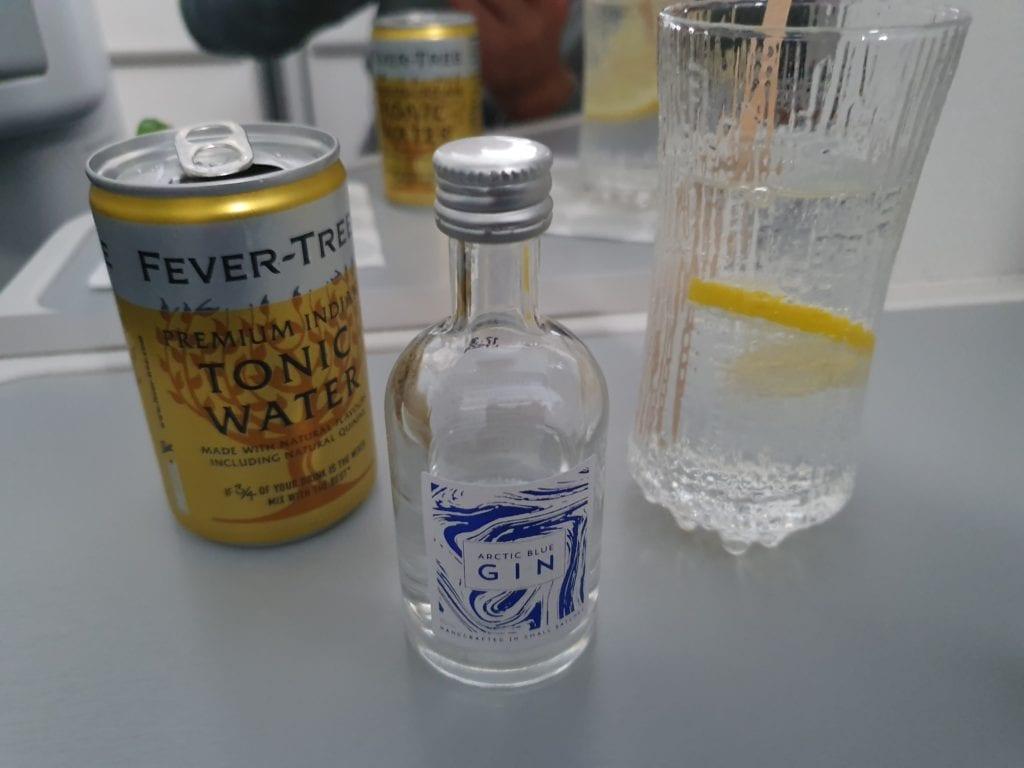 Review Finnair Business class gin and tonic