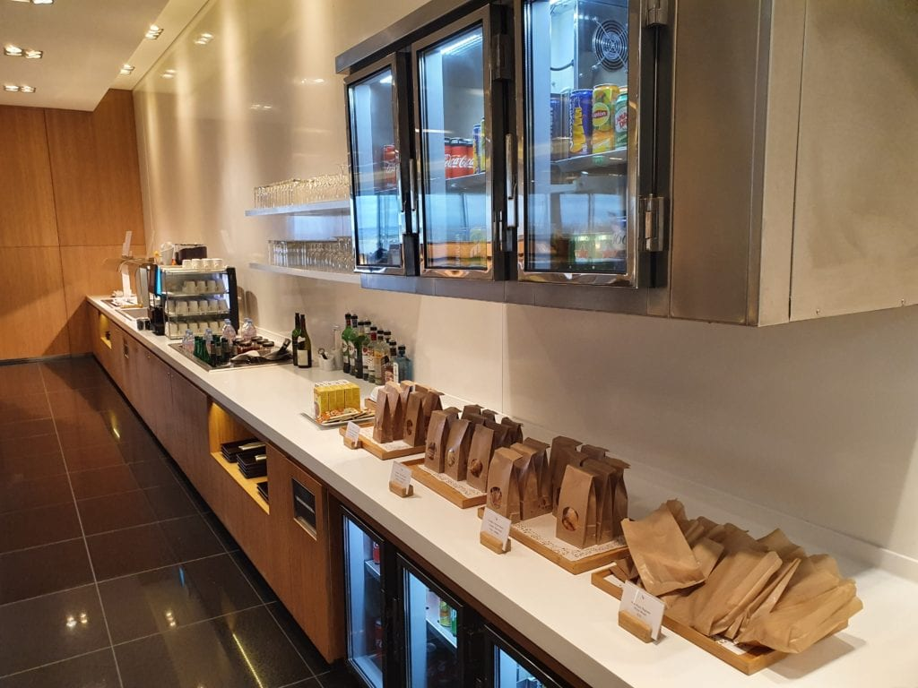 Review Cathay Pacific Lounge Paris pastries