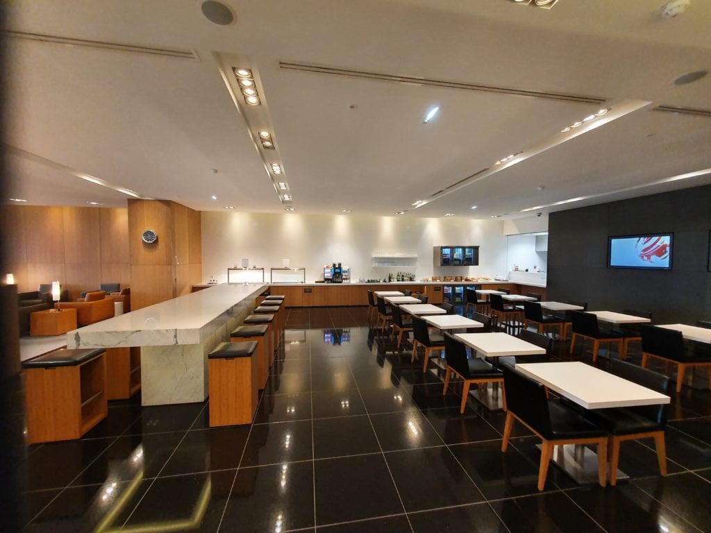Review Cathay Pacific Lounge Paris seating