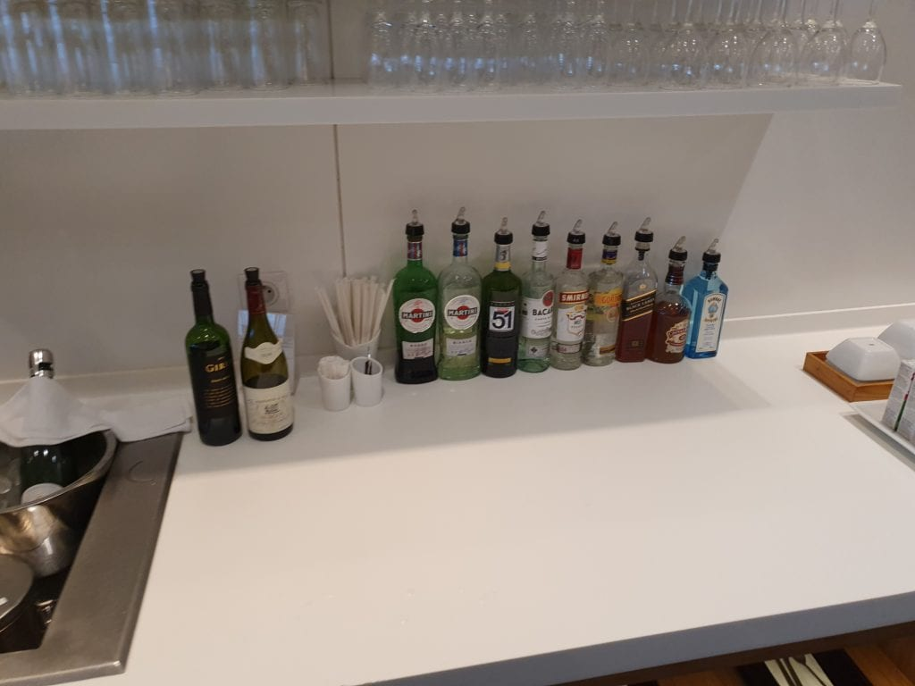 Review Cathay Pacific Lounge Paris drinks