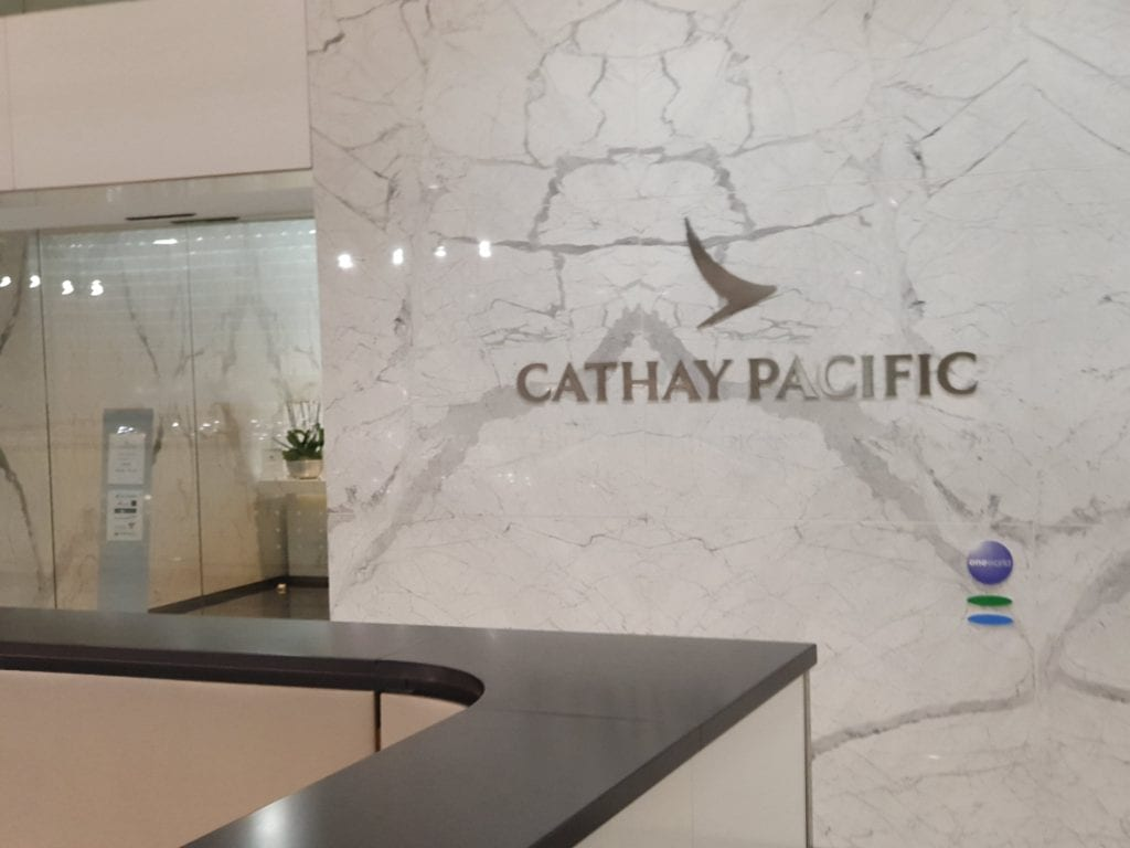Review Cathay Pacific Lounge Paris entrance