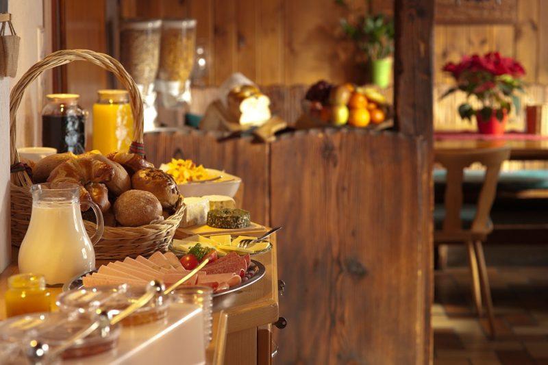hotel status extra perk free breakfast