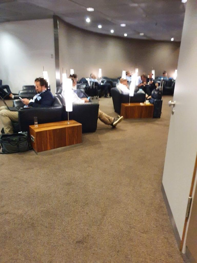 review Lufthansa Senator Lounge Munich seating