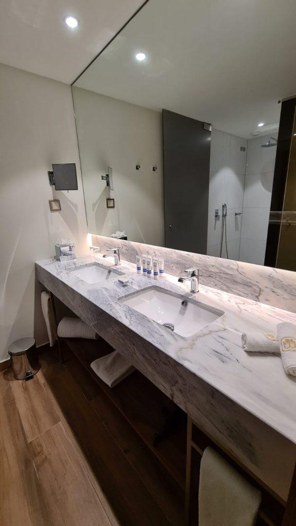Boeira Garden Hotel Porto Gaia, Curio Collection by Hilton bathroom