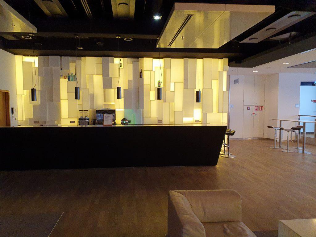 Lufthansa Senator Lounge Frankfurt bar
