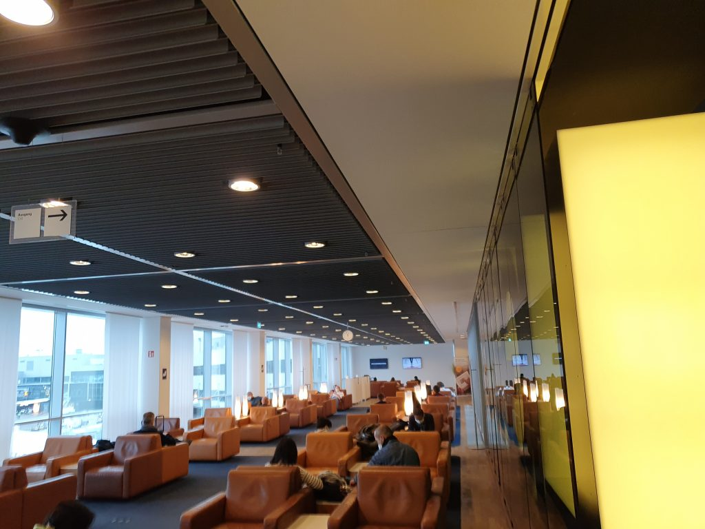 Review Lufthansa Senator Lounge Frankfurt seating