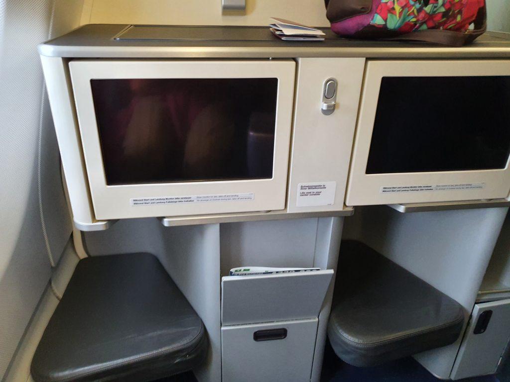review Lufthansa Business class entertainment screen