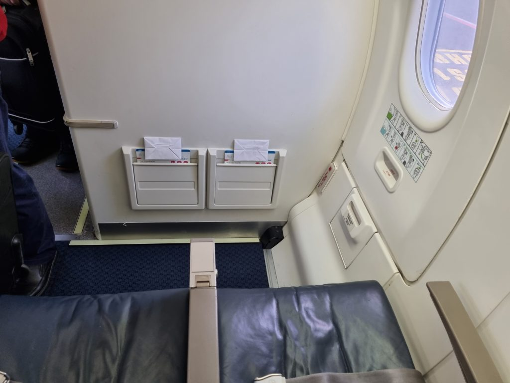 Review Luxair Business Class emergeny row